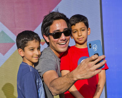 ZACH KING WORKS HIS MAGIC ON FANS AT THE NSTI'S FAMILY FESTIVAL (5/5)