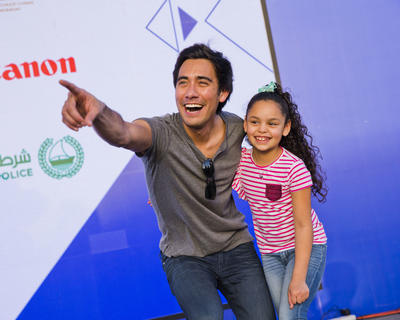 ZACH KING WORKS HIS MAGIC ON FANS AT THE NSTI'S FAMILY FESTIVAL (3/5)
