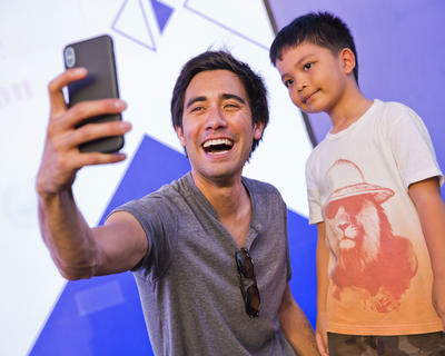 ZACH KING WORKS HIS MAGIC ON FANS AT THE NSTI'S FAMILY FESTIVAL (4/5)