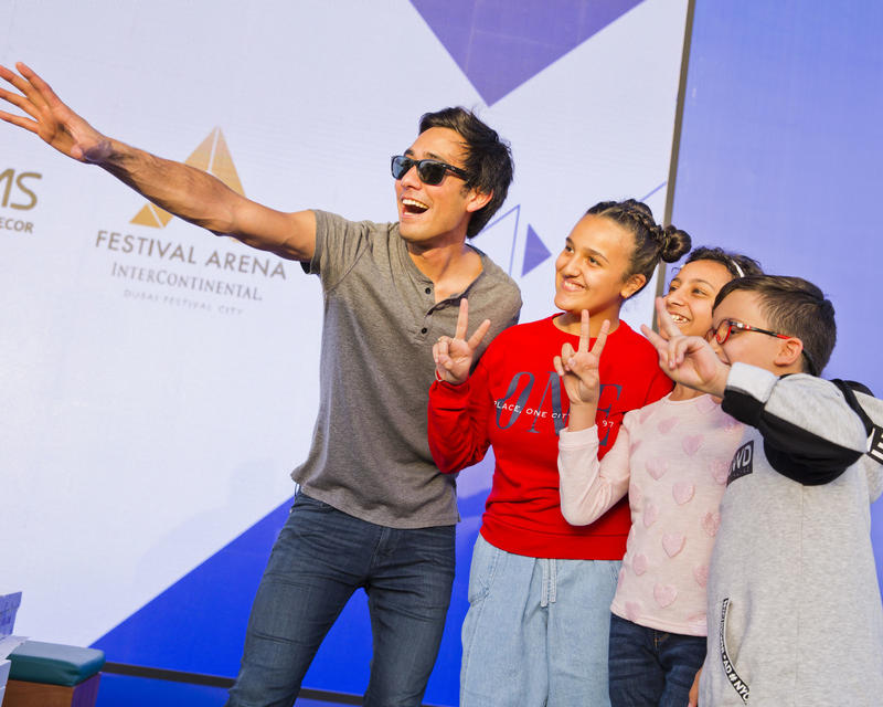 ZACH KING WORKS HIS MAGIC ON FANS AT THE NSTI'S FAMILY FESTIVAL (2/5)